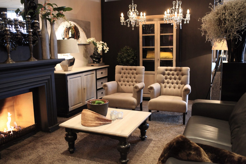 Eleonora dublin lifestyle interieurs de meubelberg - Woonkamer in zwart ...