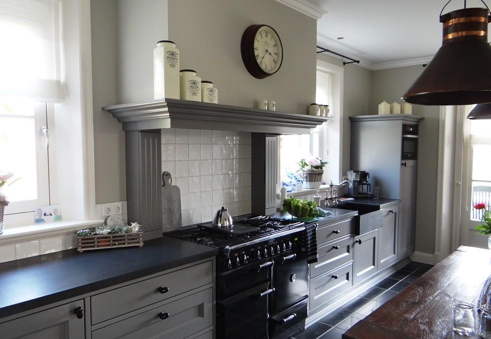 Landelijke Keuken Outlet : Handgemaakte Moderne Keuken in oude boerderij – Interieurs De